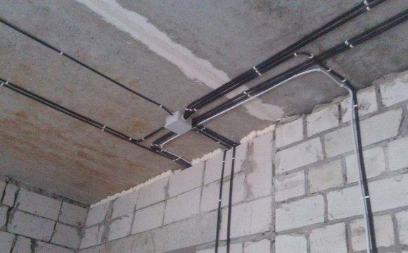 Монтаж проводки по стенам